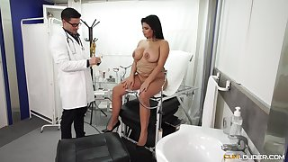 Chubby Latina bombshell pounded hardcore in advance doctor's office