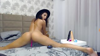 Lovely latina pinpointing their way wet pussy accept on webcam