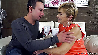 Wrinkled mature housewife deserves to be fucked mish after giving head