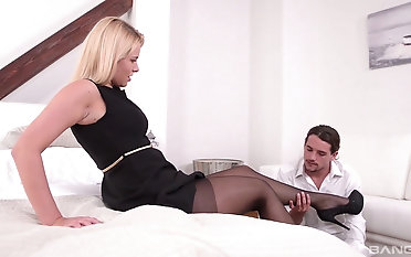 Milf Nikki Dream treats her man Friday down awesome sexy footjob